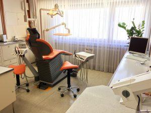 Zahnarztpraxis Wittek in Augsburg - Behandlungszimmer